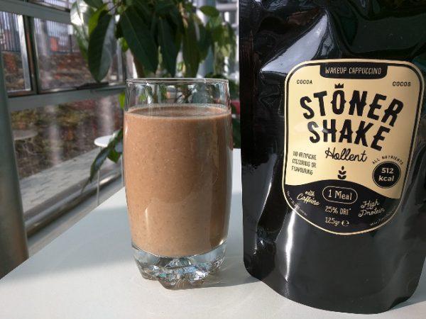 Un verre de StonerShake WakeUp Cappuccino