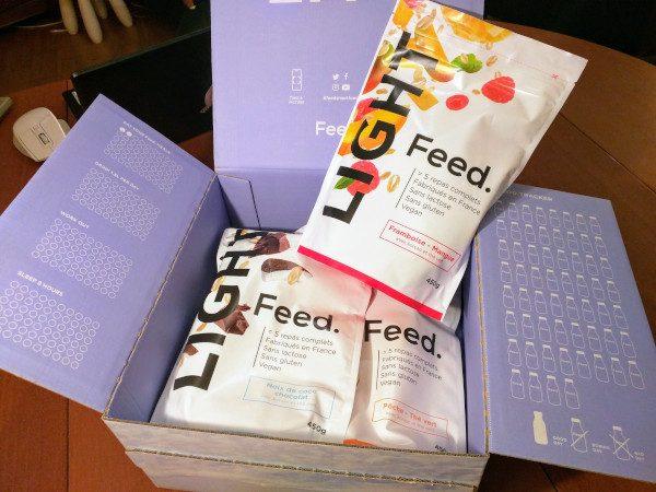 Une boîte de sachets de Feed Light